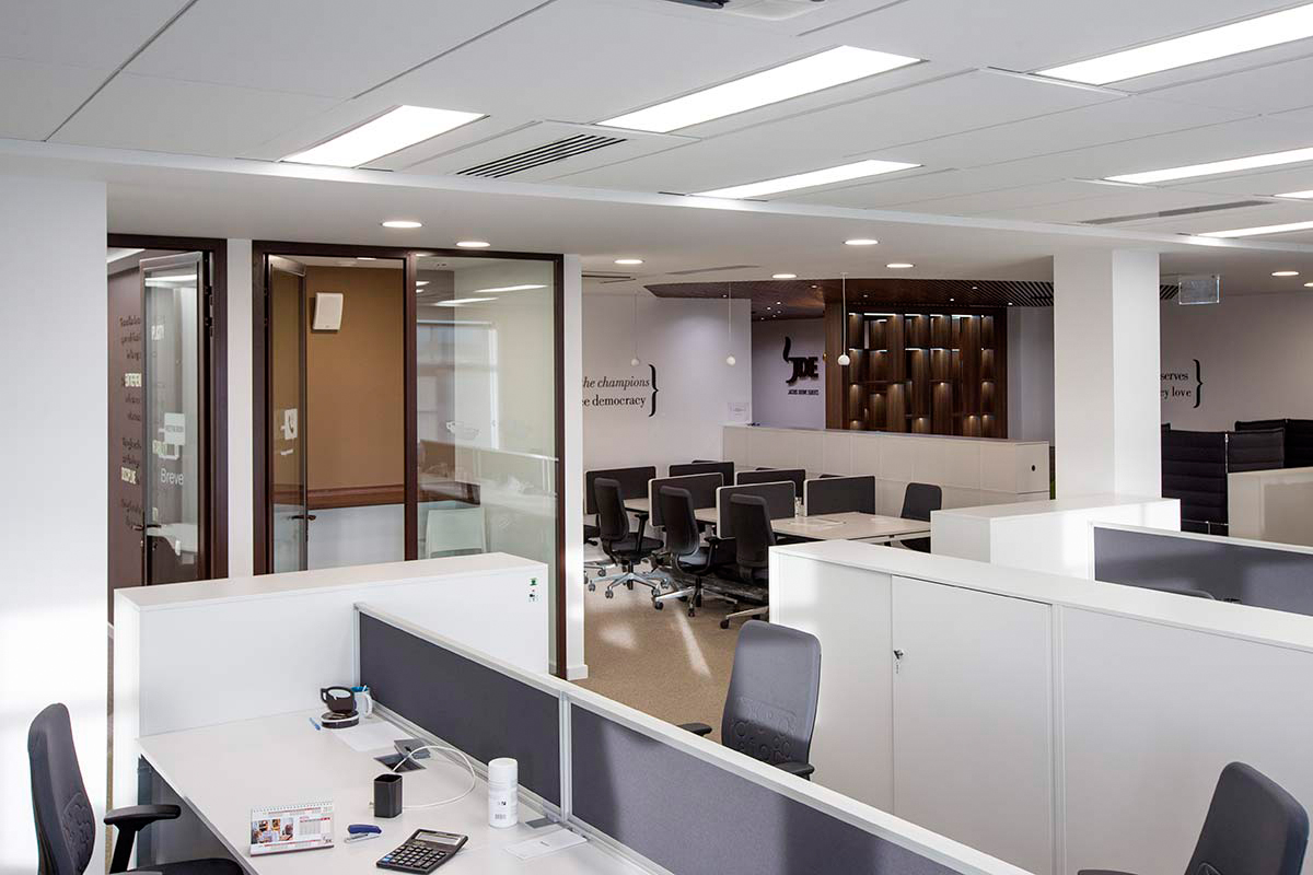 https://www.bazis.pro/uslugi/sozdanie-i-organizaciya-rabochego-prostranstva-v-ofise/dizajn-interera-ofisa